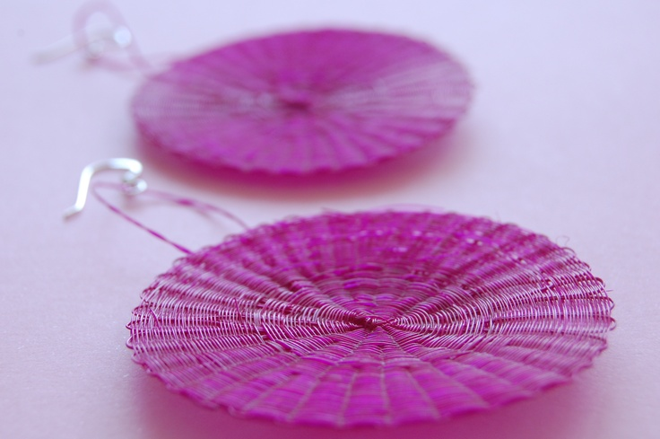 Big rounded earring in mane (horse hair) and silver. Color: Magenta