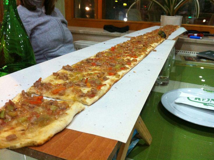 #BicakArasi #pizza from #Turkey #TurkeyFood  La cucina Turca che si può gustare a #Sarajevo nel quartiere #Bascarsija #ricettedibacco #viaggiatoridelgusto #BpBSarajevo #baccoperbaccobalcani BICAK ARASI