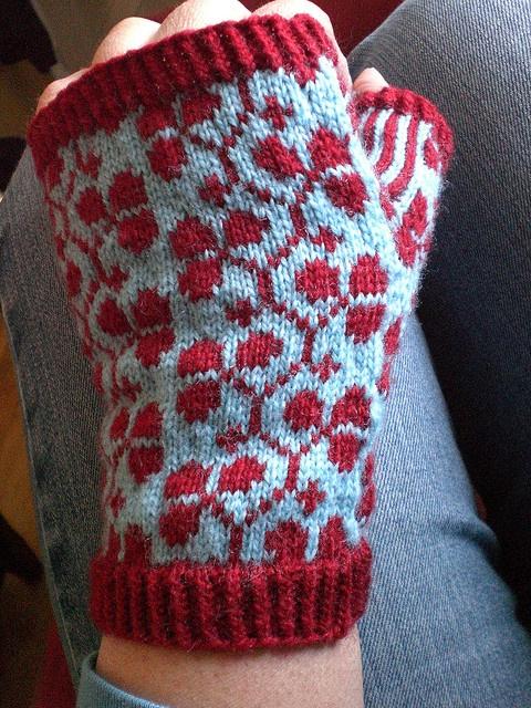 NoKnitSherlock's chilly morning mitts free pattern