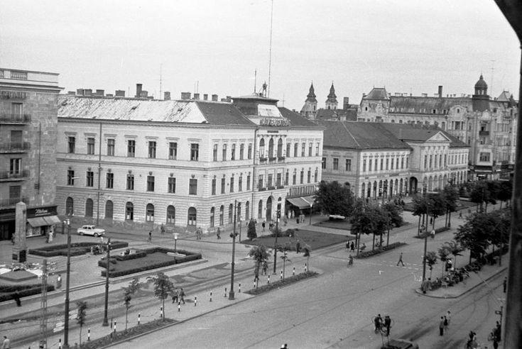 Piac utca - Zamenhof utca sarok környéke (Nagytemplomtól délre). Jobbra a MÁV Igazgatóság épülete.