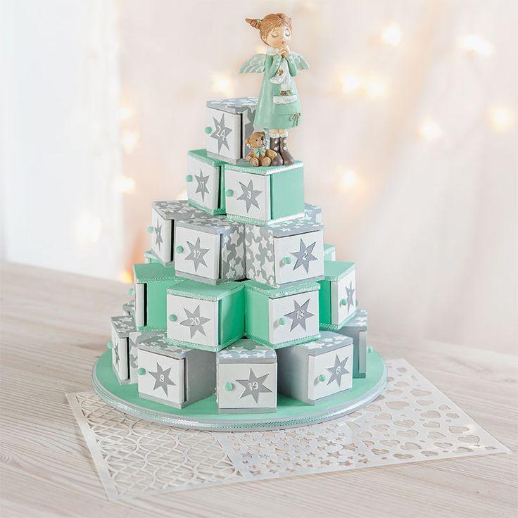 Weihnachtspyramide mal anders! Im Blog zeigen wir Euch, wie Ihr mit Farbe und Strukturpaste diesen hübschen Adventskalender gestaltet: http://blog.buttinette.com/basteln/adventskalender-pyramide-basteln