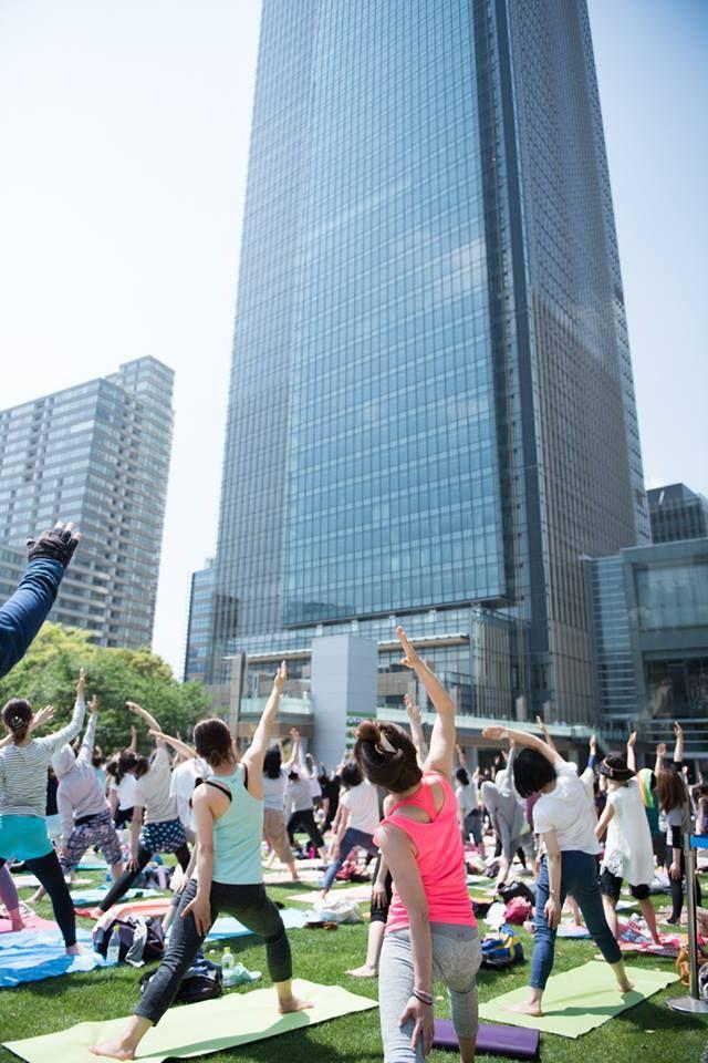 アートなこいのぼり100匹がお出迎え東京ミッドタウンがヨガなどを楽しめるの恒例GWイベントを開催