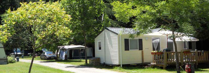 Camping au bord de la rivière Alet à Ustou en Ariège, situé à seulement 10 minutes de la petite ville verdoyante de Seix et 30km de Saint Girons. Le camping Le Montagnou vous offre tout le confort et les activités nécessaires sur place, pour passer un séjour agréable.