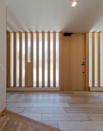 平屋のコートハウスの部屋 スリット窓の玄関