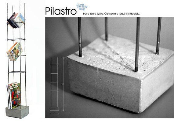 Pilastro porta libri e riviste. Composto da una base in cemento e tondini in metallo.