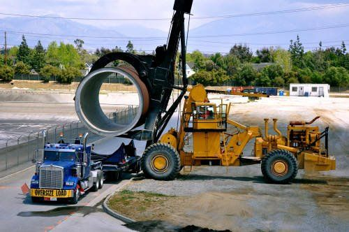 LeTerneau forklift with custom horizontal pipe clamp ...