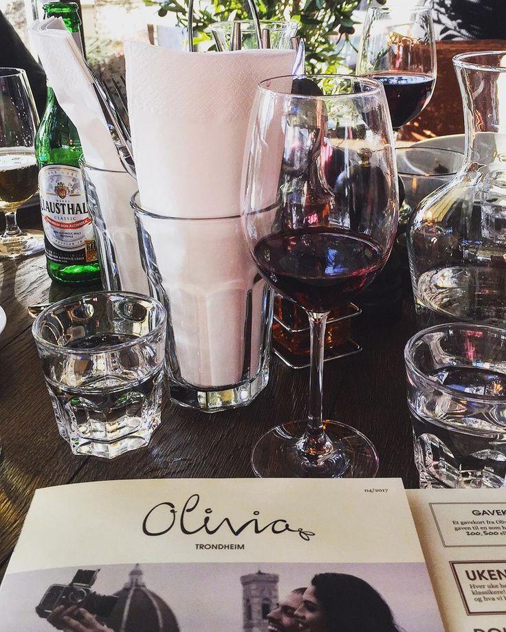 En nydelig middag på nyåpnede #Olivia i Trondheim i dag! ��Fantastiske lokaler og god mat! #italiancuisine #olivia #trondheim #goodfood @m4jak 25år������ http://w3food.com/ipost/1502489431663507335/?code=BTZ6i11FPeH