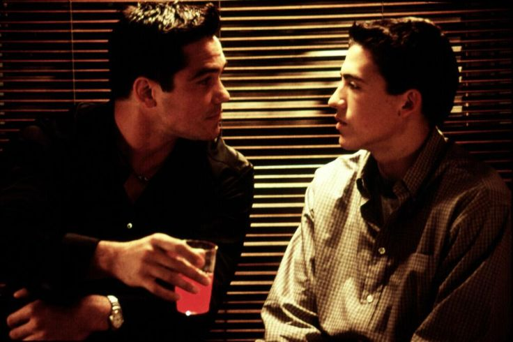 Dean Cain, Andrew Keegan, 2000 | Essential Gay Themed Films To Watch, The Broken Hearts Club: A Romantic Comedy http://gay-themed-films.com/the-broken-hearts-club-a-romantic-comedy/