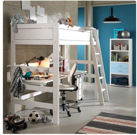 Stevige #hoogslaper met bureau en trap van #Lifetime. Vervaardigd van hoogwaardig massief grenen, en afgewerkt met een dekkende witte lak.