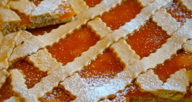 Crostata alla marmellata Oggi voglio proporti una di quelle ricette ideali per la prima colazione, ...