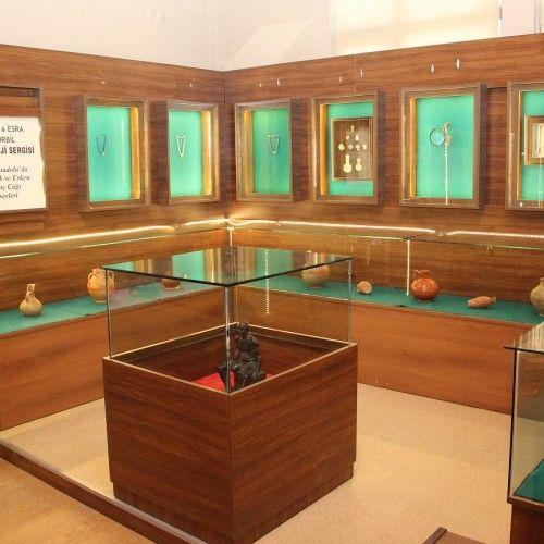 Tire Kent Müzesi'nde Arkeoloji Özel Sergi Alanı açıldı   İzmir'de Sanat