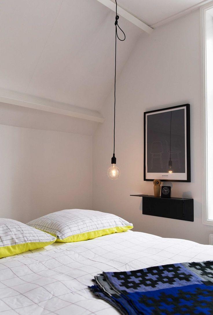 Hanglamp slaapkamer   hanging lamp sleeping room   vtwonen 02-2017   Fotografie Jansje Klazinga   Styling Carolien Manning   Tekst Merel van der Lande