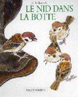 L'école des loisirs - Nid dans la botte (Le) Kazu a de la chance: des moineaux ont niché dans une botte, sur son balcon. Ainsi, il peut voir les parents construire le nid, nourrir les petits... à condition de ne pas les déranger. Bientôt, les petits sortiront du nid. Les reverrai-je quand ils se seront envolés? Nombreux gros plans pleins de vie et gaieté. Thèmes : Écologie / environnement - Oiseau - Reproduction animale - Zoologie