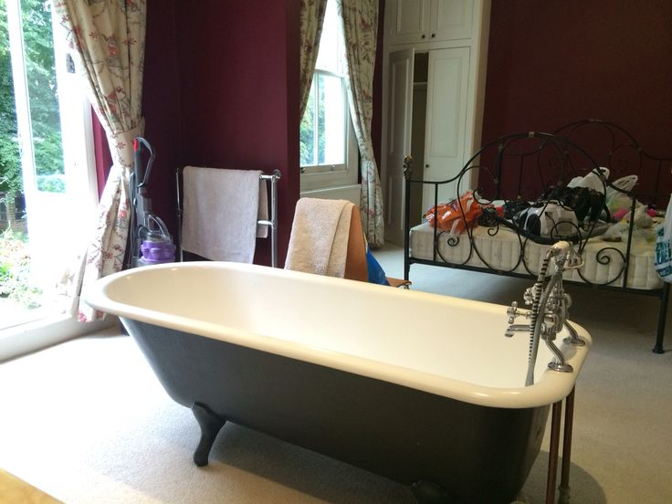 Do you fancy a bathtub in your bedroom? This unique house share is located within 5min walk to Croydon Town Centre. The property consists of 4double bedrooms with 2en-suites available now. For more info visit https://www.roomhunters.co.uk
