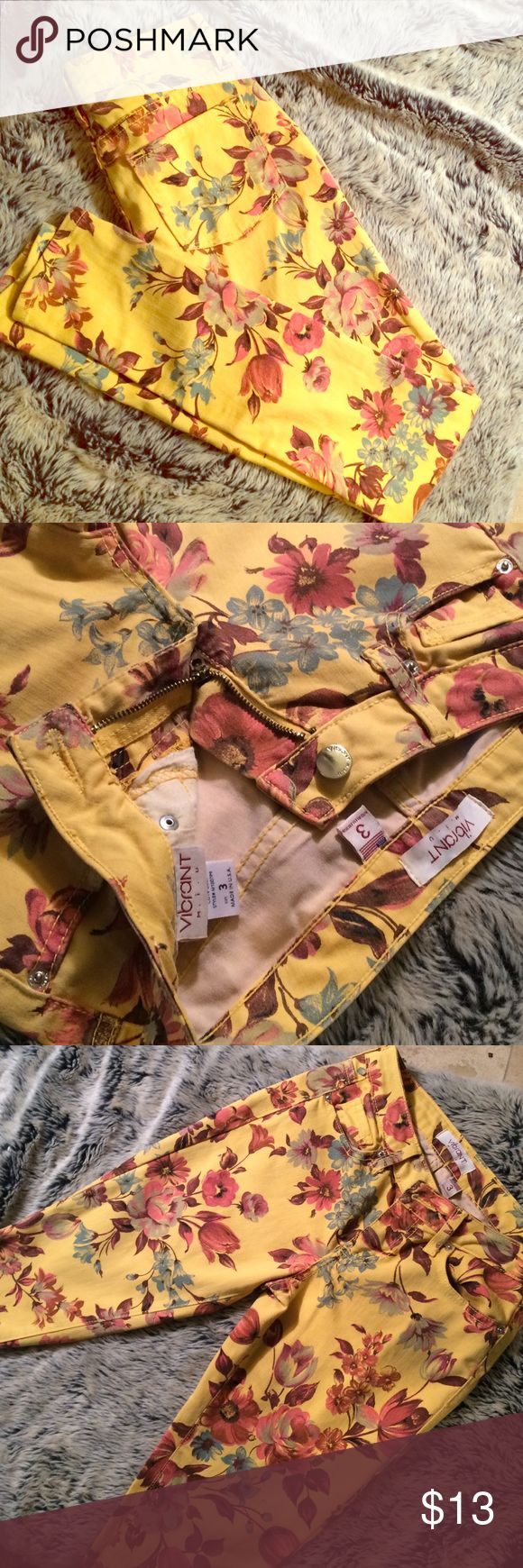 Vibrant floral print yellow skinny jeans Vibrant Miu brand - size 3 - yellow jeans with floral print. Skinny fit. vibrant miu Jeans Skinny