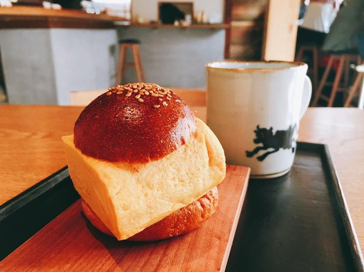 When I was in Kyoto I visited this cute Knot Cafe that serves 卵焼きサンド big square cooked egg in a bun! #knotcafe #kyoto #japanese #cute #instafood #foodpic #京都 #京都カフェ #サンドイッチ #ランチ #egghunt #breakfast #朝食 #パン #写真 #コーヒー #cafe #delicious #yummy #可愛い #おしゃれ #whatieat