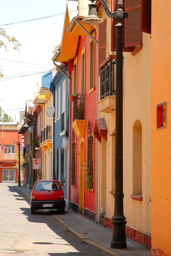 https://flic.kr/p/5HioKa | Santiago Street Scene |  Residential street in Providencia, Santiago, Chile.