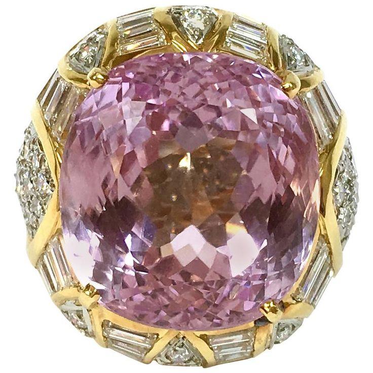 Beautiful stone 30 Carat Kunzite Diamond Gold Ring