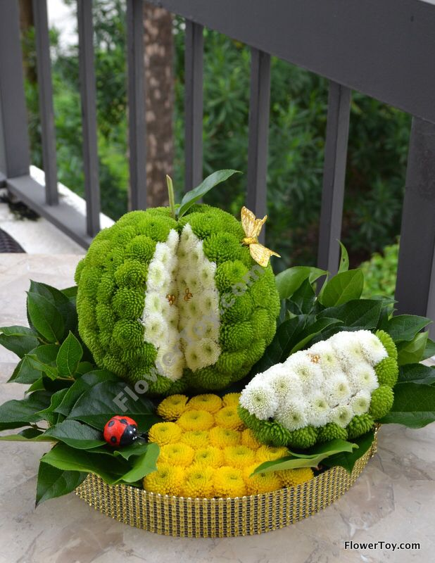 Happy Rosh Hashanah!!! This Apple arrangement is made from fresh flowers.