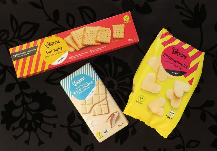 Veganz koekjes en chocola, vegan - Bij Albert Heijn XL liggen sinds kort een aantal Veganz producten in het schap. Veganz is een vegan winkelketen die hun huismerk ook bij andere winkels aanbiedt, waaronder nu dus bij Albert Heijn. Het assortiment bestaat uit ongeveer 15 producten waaronder chocola, koekjes, snacks en broodsmeersels.