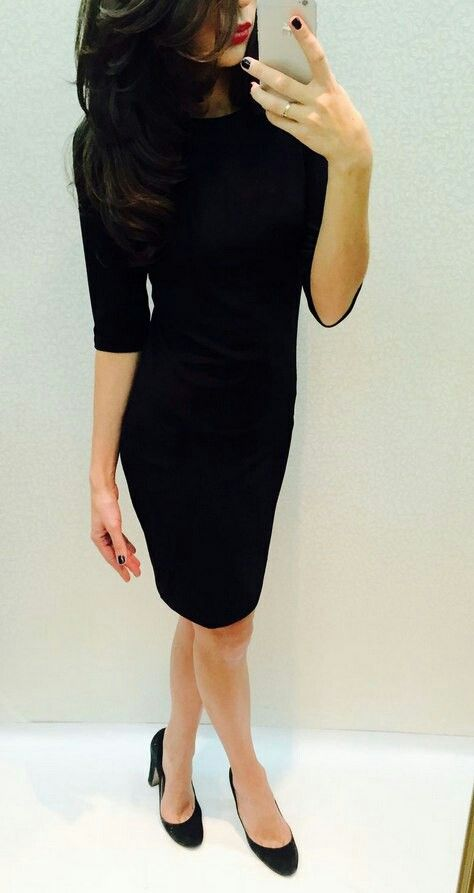 Черное трикотажное платье. Базовый вариант, прилегающего силуэта, рукав 3/4.   44 р. в наличии, остальные под заказ.  2850