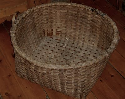 Old basket with character!  Tilt on its side and let your prim treasures tumble out...