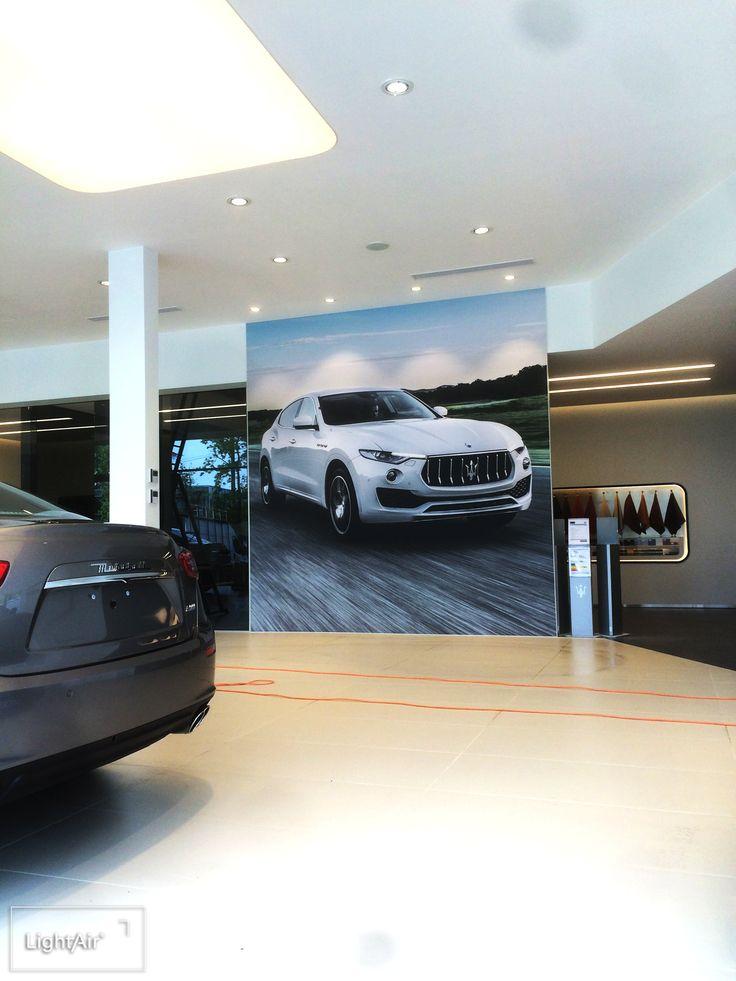Système de tension de toile ultra fin, moins d'un centimètre. Visuel de 4 x 4 m sans aucun raccord. #Maserati #UltraSlimBox #Textile #Impression #Numérique #GrandFormat #ToileTendue #ShowRoom