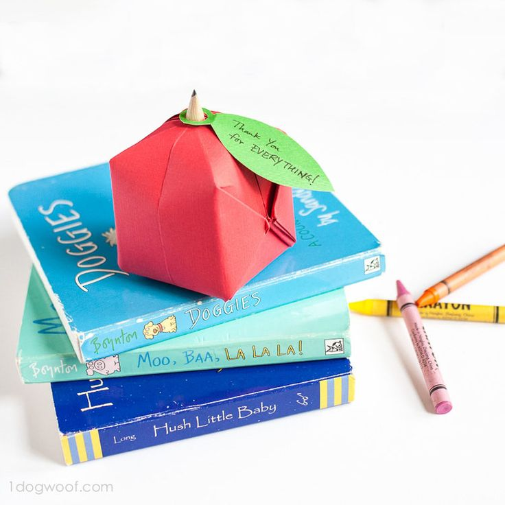 Make a cute origami apple for school, for display or for fun! Super easy, super quick, super adorable!
