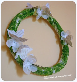 wreath made with drain-pipe, handmade moss, newspaper butterflies and shopper flowers / Ghirlanda- tubo idraulico e muschio finto, farfalle di giornali e fiori di plastica