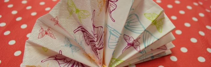 [TUTO] Pliage de serviette en forme d'éventail ! - Mesa Bella Blog