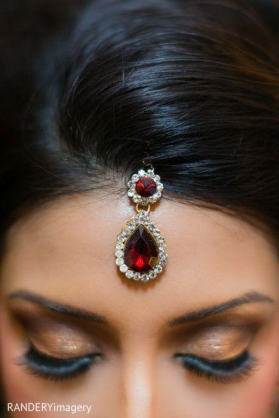 Bridal Jewelry http://maharaniweddings.com/gallery/photo/19666 @RANDERYimagery