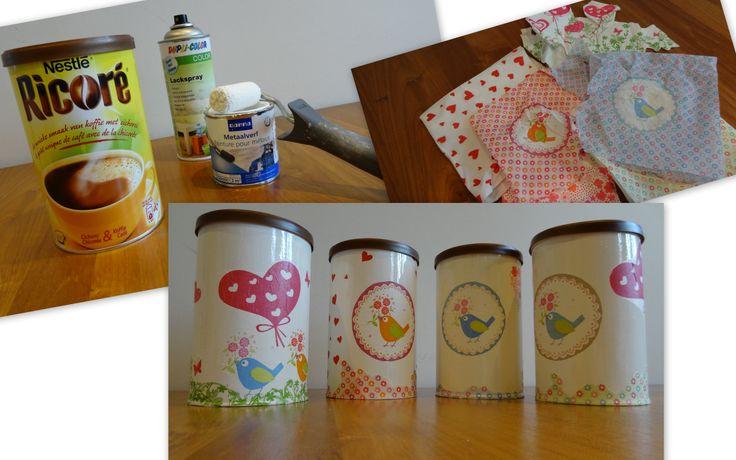 Schilder de Ricoré pot wit. Gebruik dan behangerslijm om uitgenipte servetten op de potten te versieren. Daarna vernissen. Zo krijg je mooie voorraadpotten :)