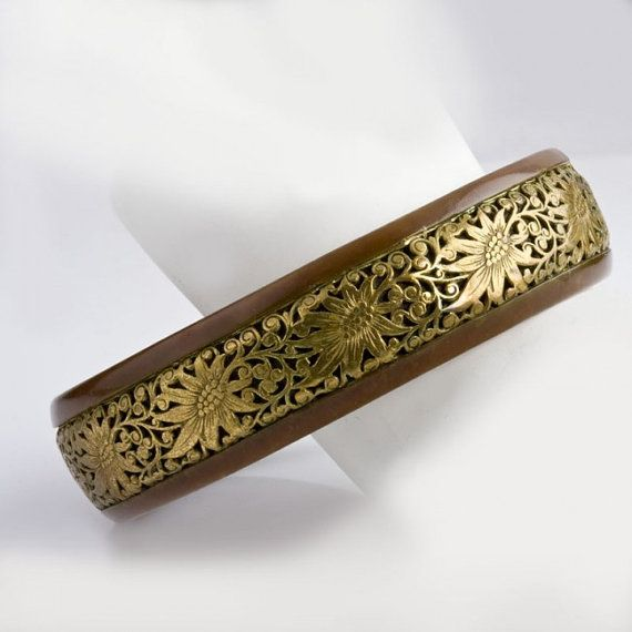Vintage carved horn bangle with fancy от EarthlyAdornments2
