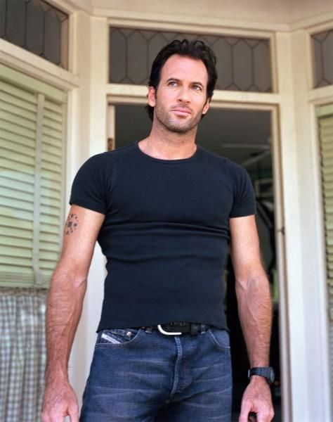 I never remember his name, but he had his time in the spotlight as the hottie from Gilmore Girls...but time has not been kind lately.  we'd rather remember him how he looked in this image...