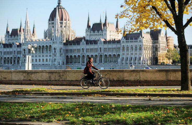 ..how lucky hungarian cyclist are..good view: Danube..Parliament.. in Budapest...