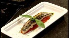Gegrilde makreel met salade van gemarineerde tomaat, pepermunt en zwarte peper
