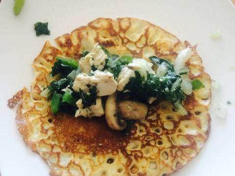 Fabulosa receta para Panqueques de pollo, champiñón y acelga con salsa blanca. Panqueques salados rellenos con pollo, champiñones y acelgas