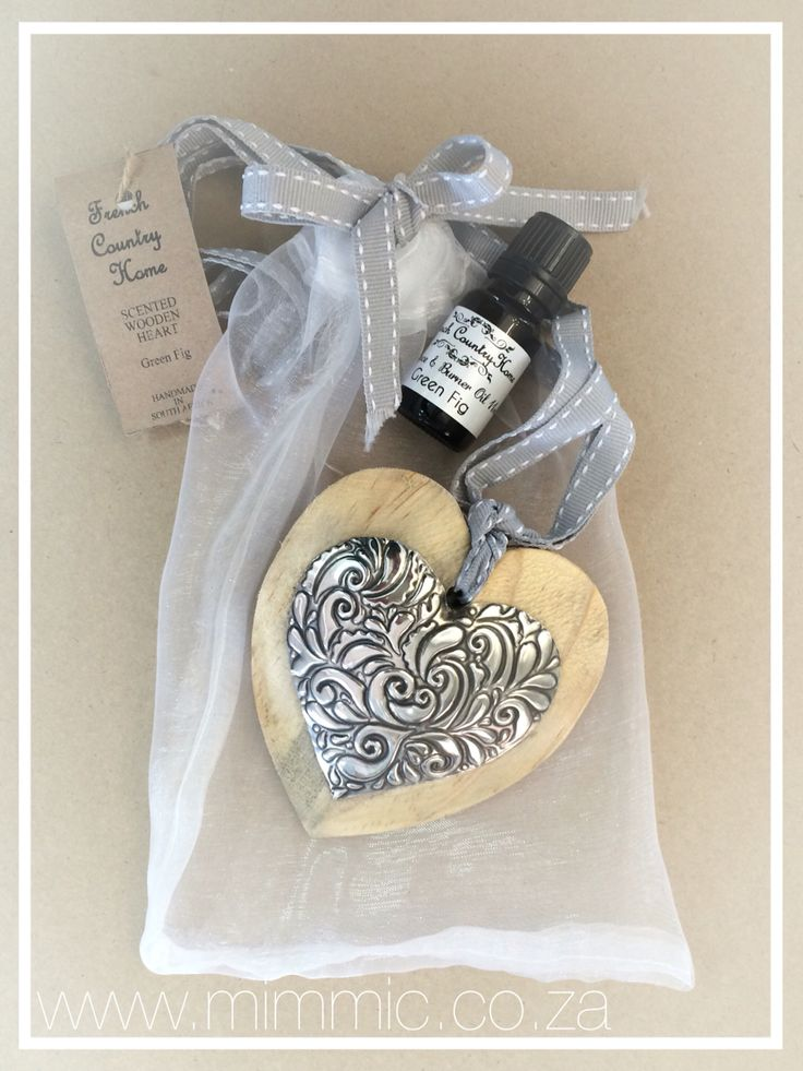 Scented wooden heart with pewter detail. Pewter and supplies, wooden hearts and mini stencils available from www.mimmic.co.za