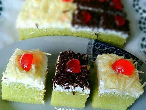 Resep Pandan butter cake (3 telur saja, lembut) favorit. Hai semua, ini postingan pertamaku di cookpad setelah sebelum2nya sgt terbantu dgn cookpad buat cari2 resep 😂 makasih cookpad yg ngebantu bgt buat saya yg gak bisa masak ini belajar supaya bisa masak enak utk suami dan anak2😂   Pandan butter cake. Cake ini pake teknik poundcake/buttercake dimana butter dan gula dikocok hingga lembut terlebih dahulu baru masukkan bahan lainnya. Beda dgn Sponge cake yg telur dan gula dikocok terleb...