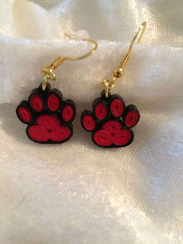 Bulldog paws quilled earrings