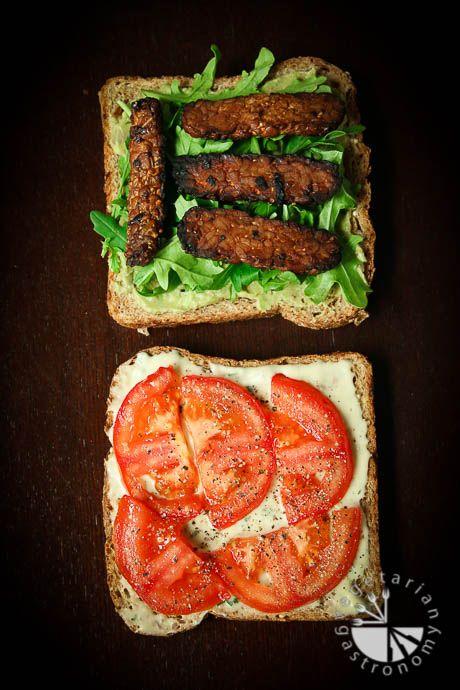 Crispy Tempeh Arugula Sandwich w/ Roasted Garlic Aioli (vegan, glutenfree) - Vegetarian Gastronomy