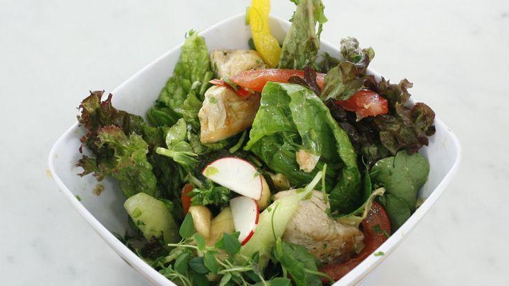 Salat med kylling, artisjokkhjerter og cashewnøtter