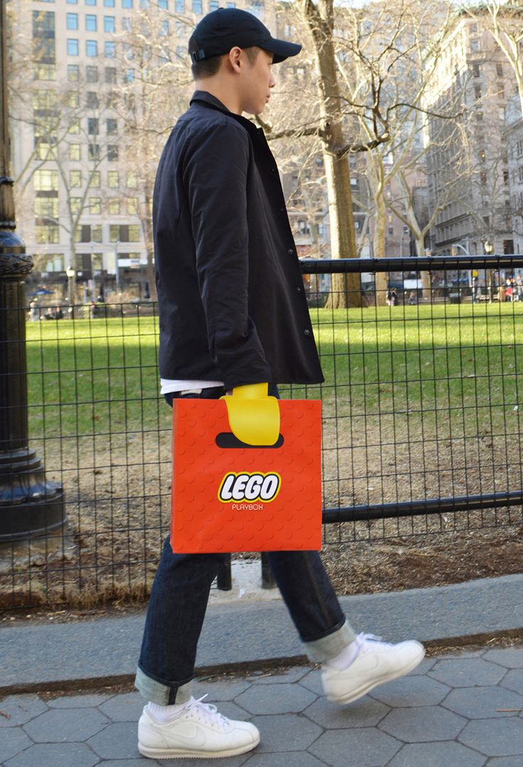 Original bolsa de Lego que nos introduce en su mundo #comercio #retail #packaging