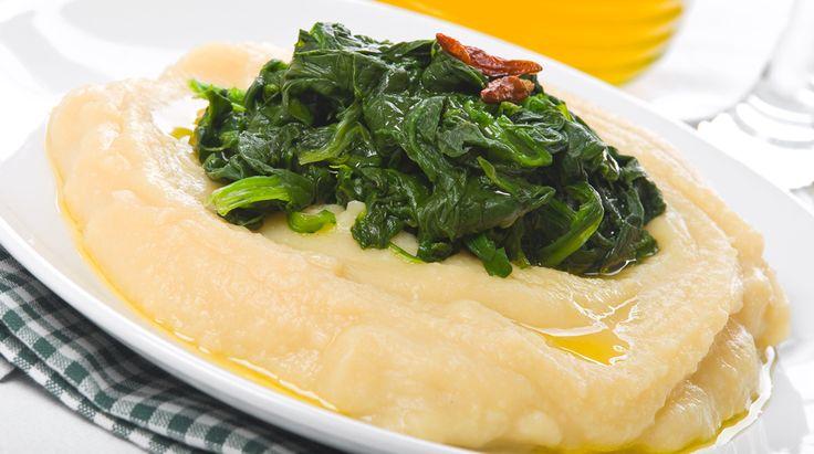 Ricetta tipica pugliese. Fave e Cicoria è un piatto che viene da anni tramandato da generazione in generazione. La cicoria deve essere selvatica e le fave..
