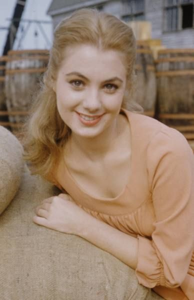 Shirley Jones, Carousel, Peach