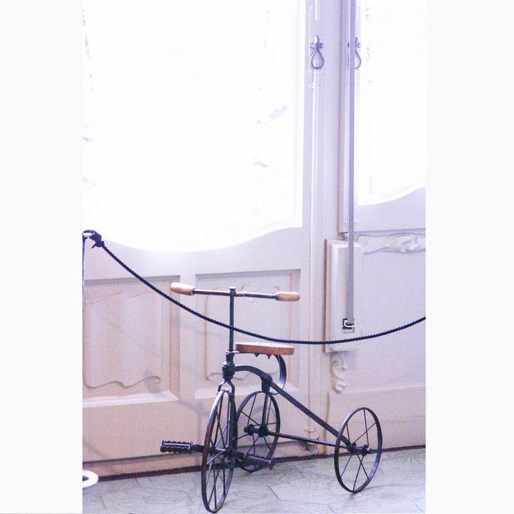 """То ли мило, то ли...жутко ) Наверно потому что напоминает постер для фильма """"Сияние"""" :) *Квартира-музей, демонстрирующая типичный интерьер начала 20 в. в Барселоне. Дом Ла Педрера, или Дом Мила, Антонио Гауди  #барселона #испания #casamila #lapedrera #испанскийинтерьер #гауди #ретро #стильмодерн #модерн #интерьервстилемодерн #дизайнинтерьера #дизайнинтерьеров #интерьер #иннабюж #interiordesign"""