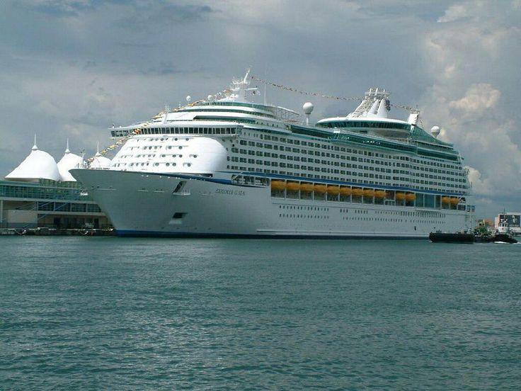 заставки для мобильных телефонов - Круизные суда: http://wallpapic.ru/transport/cruise-ships/wallpaper-27017