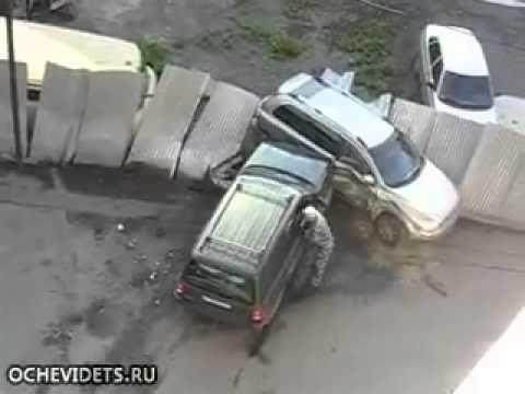 Έπιασε τον άντρα της με την ερωμένη του και έκανε το αυτοκίνητο του λαμπόγυαλο! Crazynews.gr