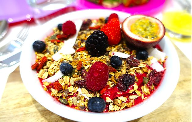 Model's smoothie bowl - The Bookary Magazine