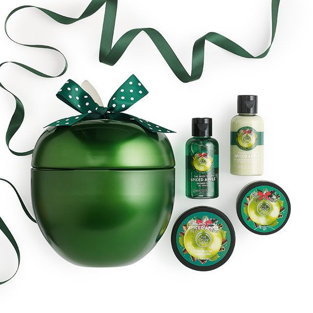 Be the apple of their eye this Christmas with this fun filled treat. A great pick from our seasonal bath and body range, this spicy yet sweet apple scented gift is one they'll go wild for again and again.  •Spiced Apple Shower Gel 60ml  •Spiced Apple Body Butter 50ml •Spiced Apple Body Scrub 50ml  •Spiced Apple Body Lotion 60ml